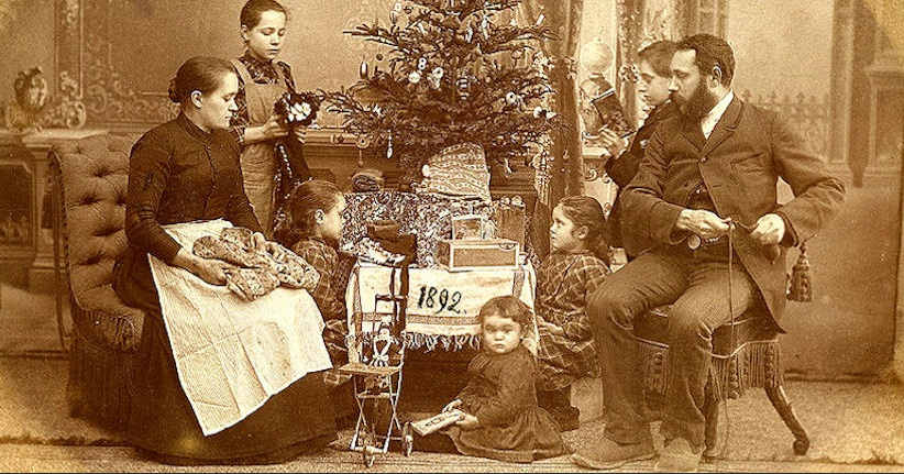 SAVE PHOTO: Oh Christmas Tree!: A History in Photos